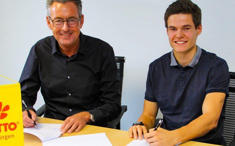 LOTTO Thüringen Geschäftsführer Jochen Staschewski (li.) freut sich auf die Zusammenarbeit mit dem Biathleten Philipp Horn.