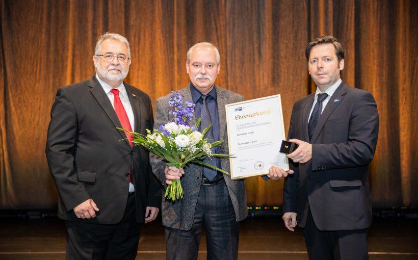 20191213_IHK-Prueferehrung_Ehrennadel_Gold_IMG_8257