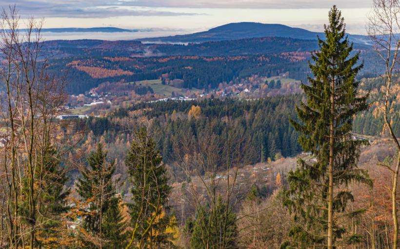 Blick vom Suhler Domberg zum Dolmar.