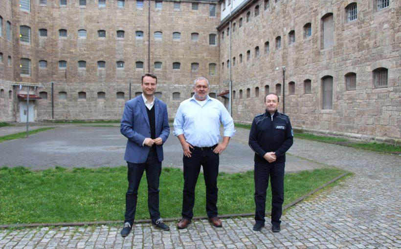 Mark Hauptmann (MdB), Anstaltsleiter Michael Kreisel, Herr Burkhardt (Leiter des Allgemeinen Vollzugsdienstes).